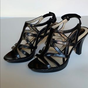 Naturalizer strappy heeled sandals size 6